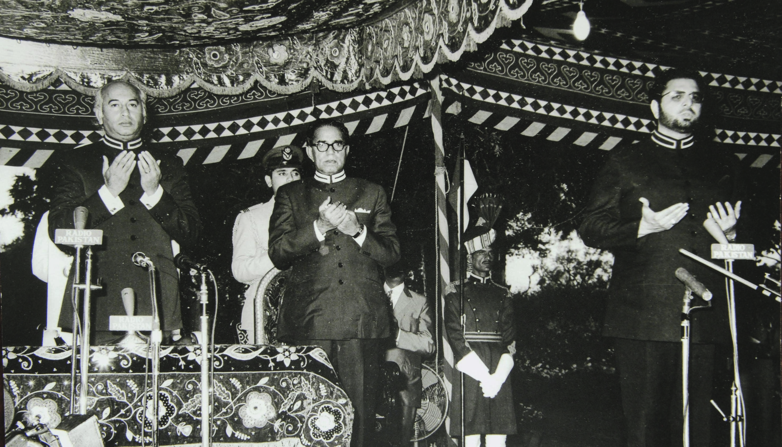 Maulana Kausar Niazi (extreme right) leading the prayers at a ceremony to mark the authentication of the Constitution on April 12, 1973. On the left is President Zulfikar Ali Bhutto standing beside Fazal Elahi Chaudhry, who at the time was the Speaker of the National Assembly and later became President of Pakistan on August 14, 1973, when Bhutto took oath of the office of the prime minister. | Photo: National Assembly Archives