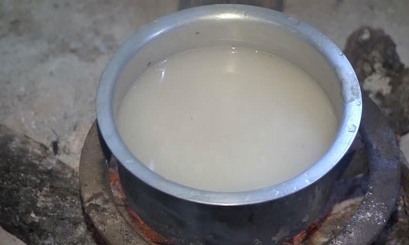 چاول کے پانی کے یہ فوائد جانتے ہیں؟