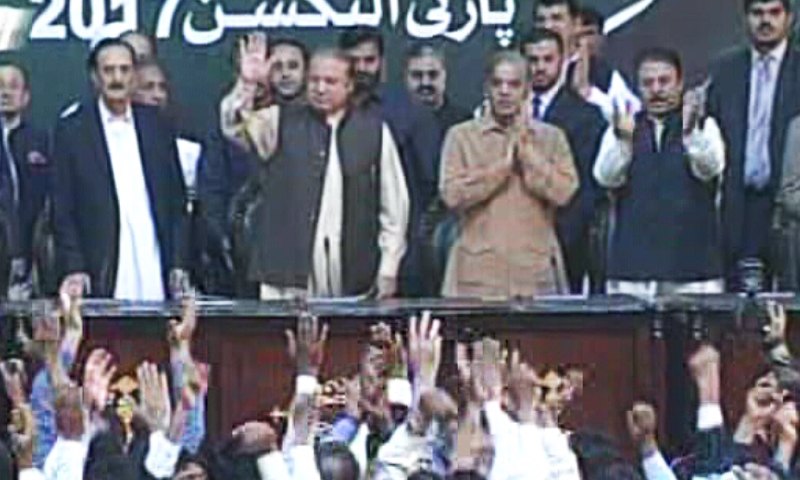 Former PM Nawaz Sharif and other senior PML-N leaders on stage.— DawnNews