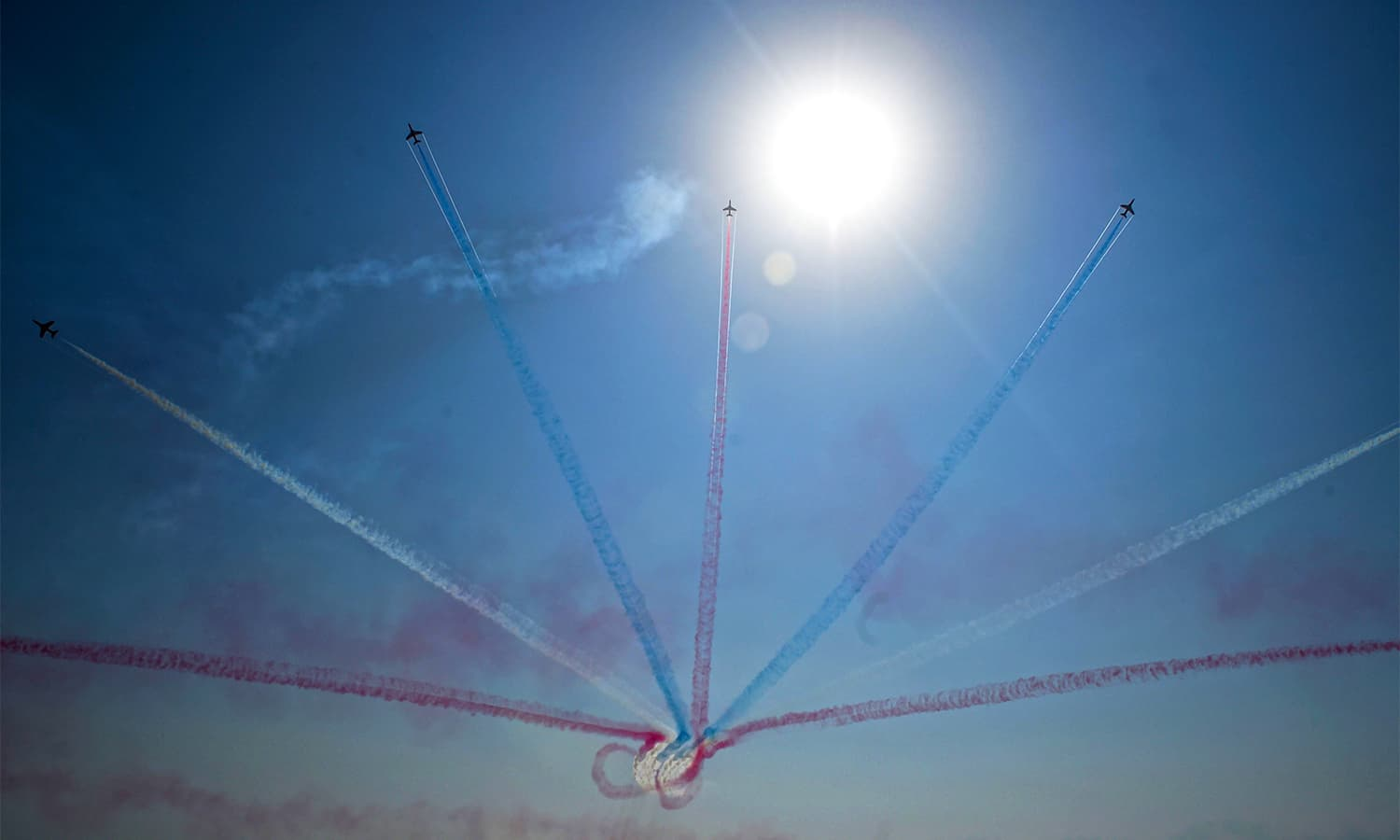 RAF's Red Arrows and Pakistan Air Force's (PAF) JF-17 Thunder aircrafts thrilled Karachi audiences in a joint airshow held on Sea View Road. — AFP