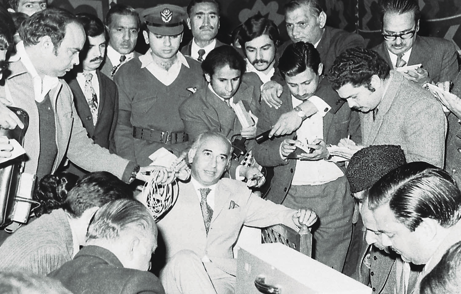 Though he imposed curbs on freedom of expression and dealt with newspapers with a rather heavy hand, Bhutto never shied away from media interactions. If anything, he gained some sort of energy dealing with journalists. | Photo: The Press Information Department, Ministry of Information, Broadcasting & National Heritage, Islamabad.