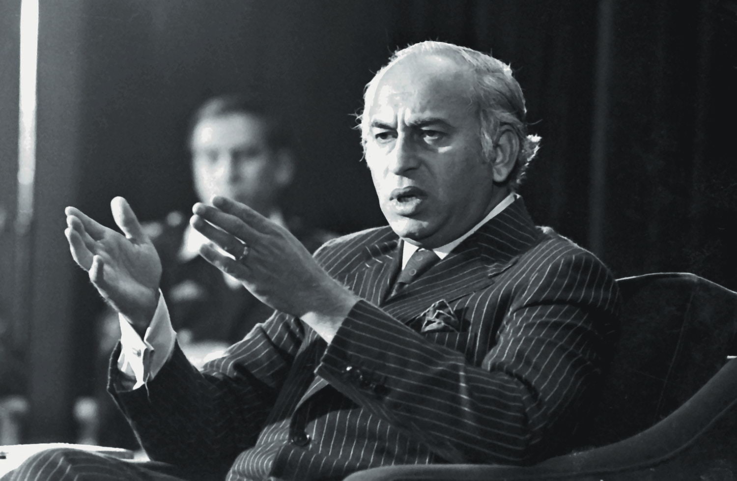 Elegantly dressed almost always, Zulfikar Ali Bhutto was at ease in his interactions with media.  | Photo: The Press Information Department, Ministry of Information, Broadcasting & National Heritage, Islamabad.