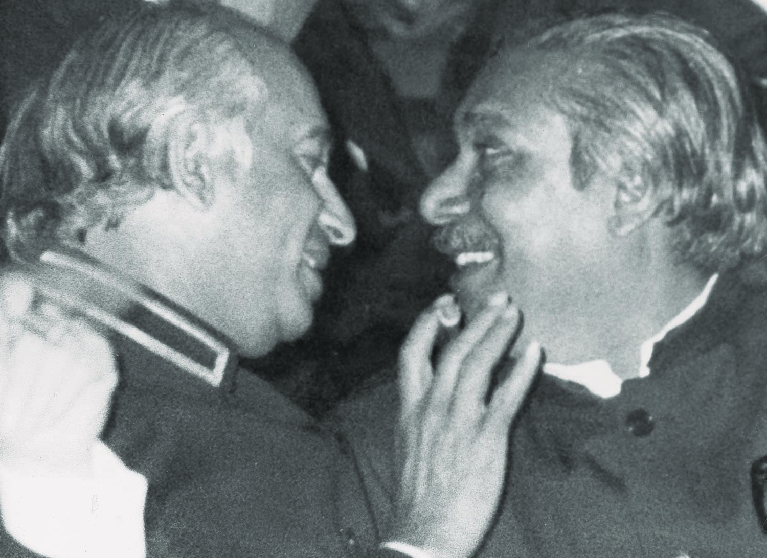 The chemistry between Zulfikar Ali Bhutto (left) and his one-time nemesis Sheikh Mujibur Rahman was worth watching during the proceedings of the Islamic Summit. Even a semblance of it just three years earlier might have led to a history different from what it actually turned out to be. | Photo: Dawn / White Star Archives