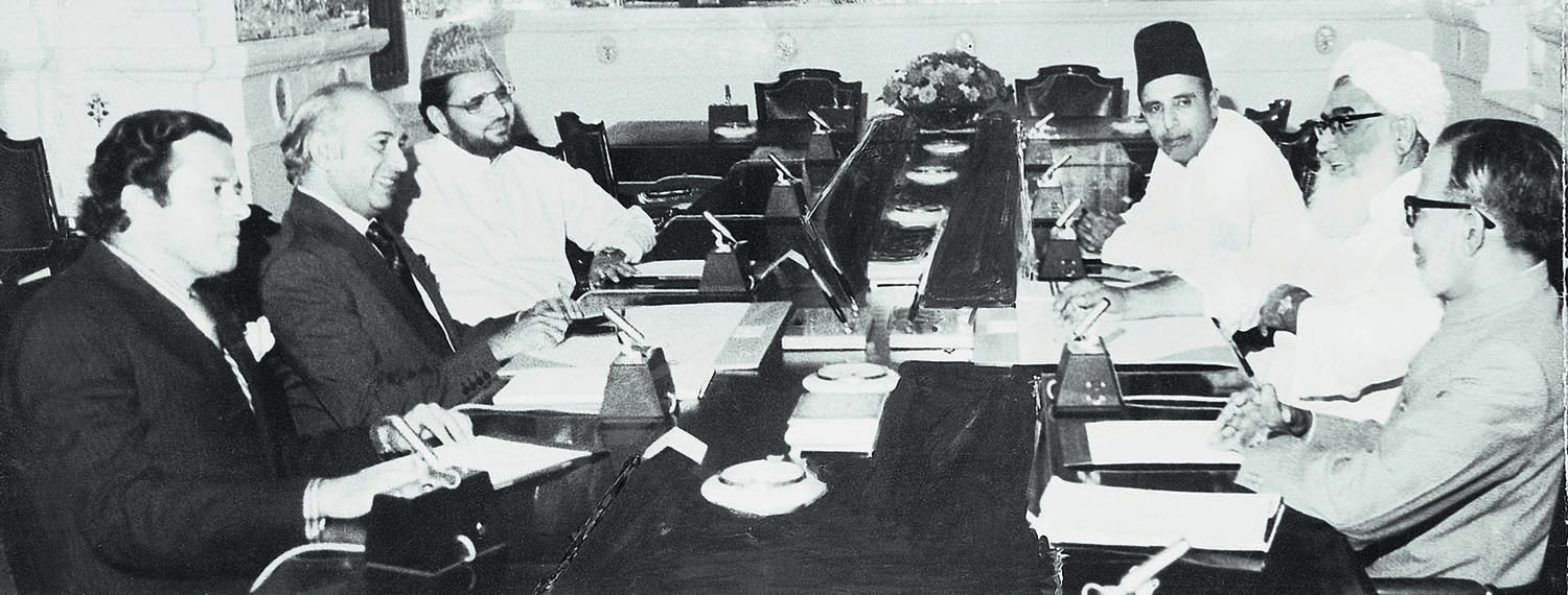 A view of the talks that all but saved the system. Seen here on the left are Prime Minister Zulfikar Ali Bhutto flanked by Abdul Hafeez Pirzada and Maulana Kausar Niazi representing the ruling party, while on the right are members of the opposition team led by Maulana Mufti Mahmud who is flanked by Nawabzadah Nasrullah Khan and Professor Ghafoor Ahmed. | Photo: Dawn / White Star Archives
