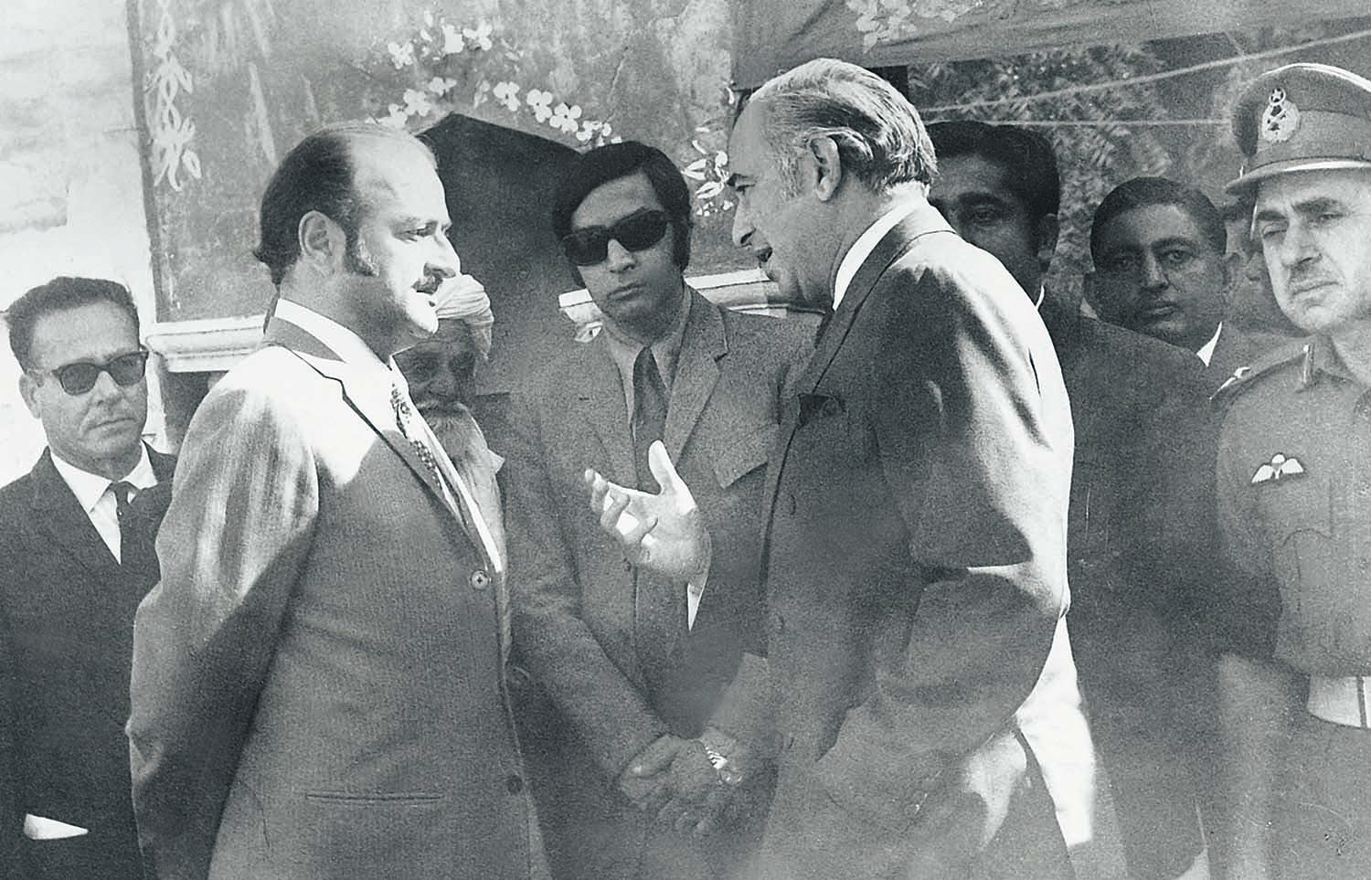 Zulfikar Ali Bhutto deep in discussion with Mumtaz Bhutto, the 'talented cousin' who ruled the province of Sindh till 1973, but remained a close aide of the Prime Minister till the very last. | Photo: Dawn / White Star Archives