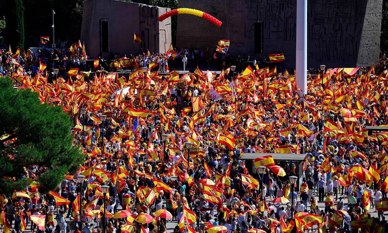 میڈرڈ میں ہرجگہ ہسپانوی پرچم نظر آرہے تھے—فوٹو: اے ایف پی