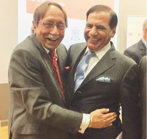 LONDON: RAW's former chief Amarjit Singh Dulat (left) hugs ISI's ex-director general Ehsanul Haq during the programme.