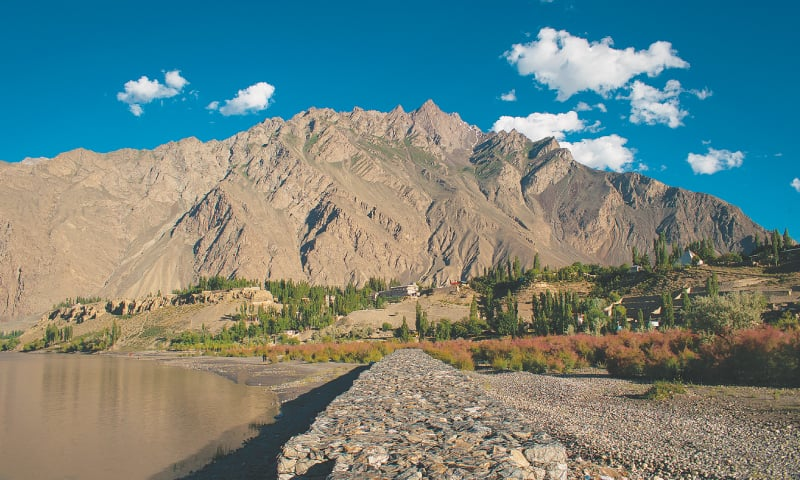 On the banks of the mighty River Indus / Photos by the writer