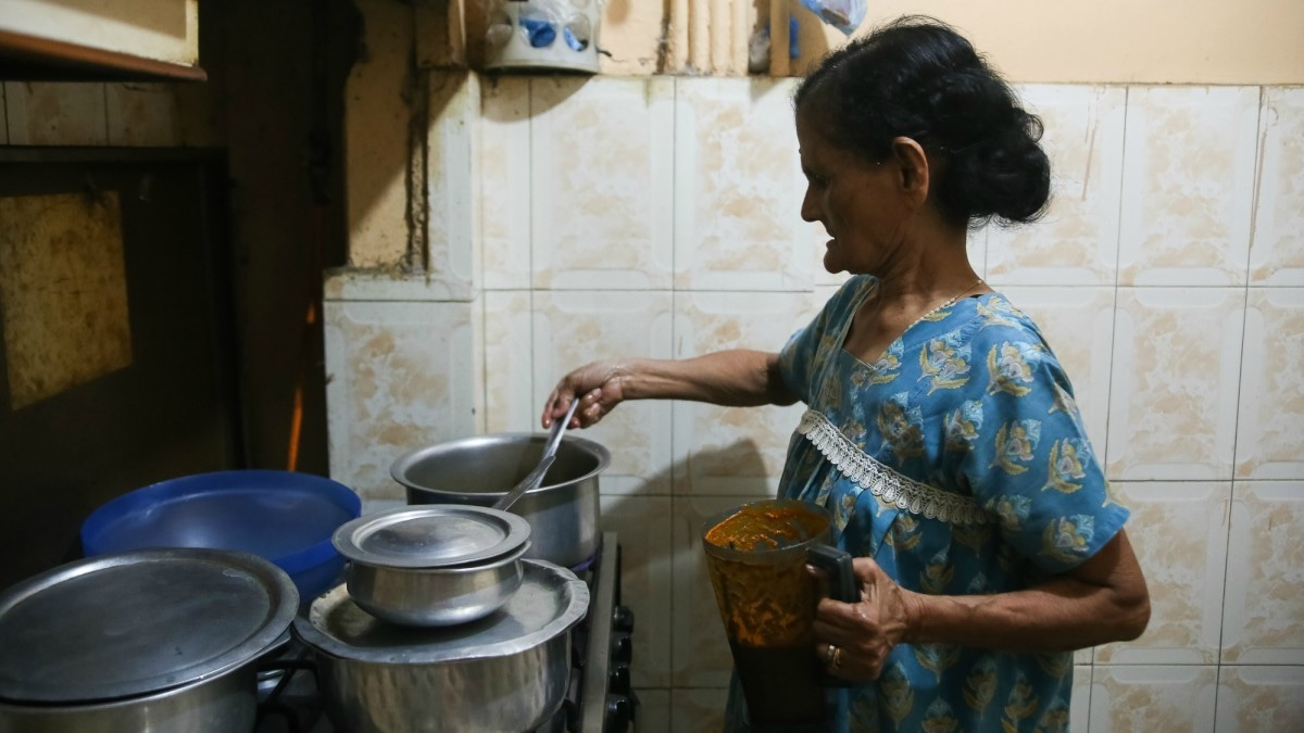 Rita Lobo makes prawn coconut curry for her grandchildren — Photo by the author