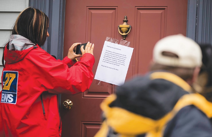 MEMBERS of the media make images of a posted note on the front door of Jim and Lyn Colemans home in Stewartstown, Pennsylvania, on Thursday.—AP