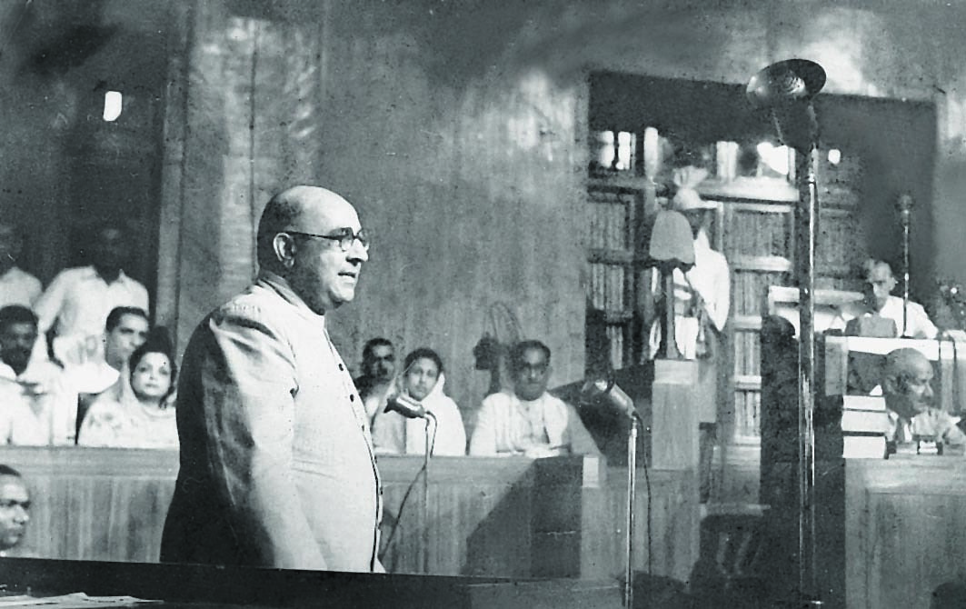 Nawabzada Liaquat Ali Khan speaking at the Constituent Assembly in August 1947. Begum Rana Liaquat is seen on the left. On the right is Quaid-i-Azam Mohammad Ali Jinnah. | Photo: Dawn / White Star Archives