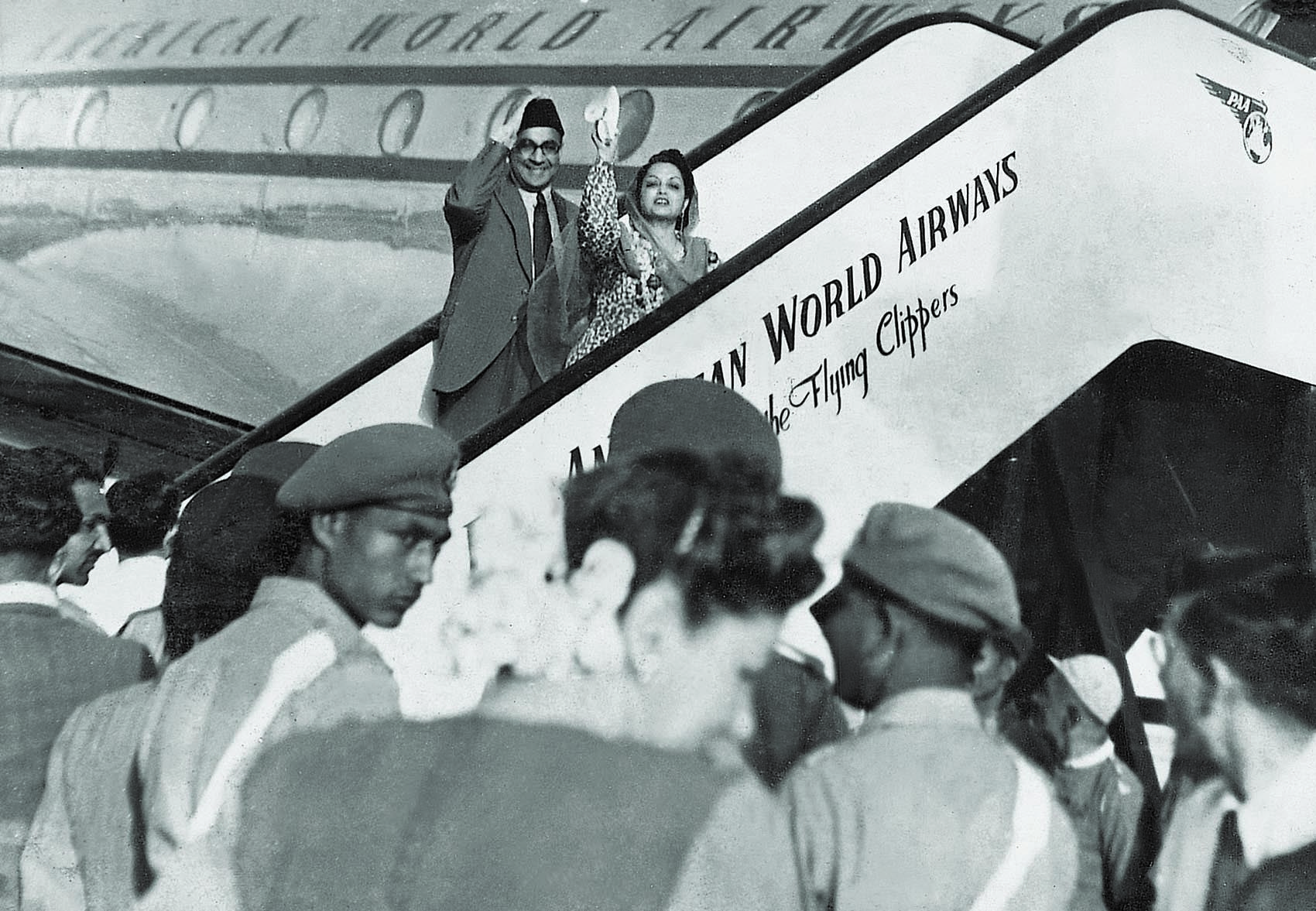 Nawabzada Liaquat Ali Khan and Begum Rana Liaquat wave to the crowds as they are about to board the flight for the United States on state visit in May 1950. | Photo: Dawn / White Star Archives
