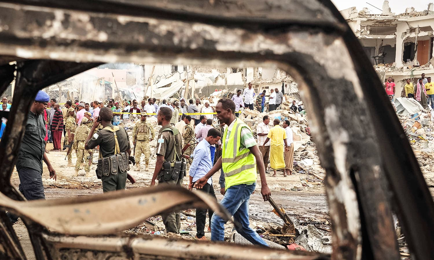 Somali soldiers patrol on the scene of the explosion of a truck bomb in the centre of Mogadishu.─AFP