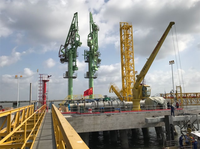 KARACHI: The second liquefied natural gas terminal delayed for the third time is in the process of completion at Port Qasim.—Dawn