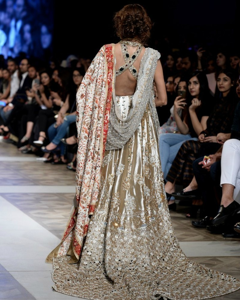 Intricate details like the one we spotted on this Sania Maskatiya ensemble will make you stand out