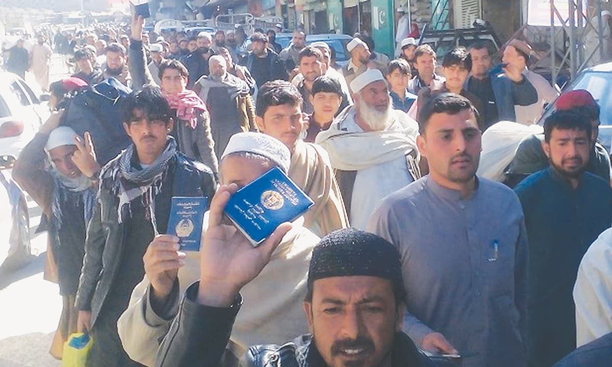 Afghan nationals protest the closure of the border at Torkham | INP