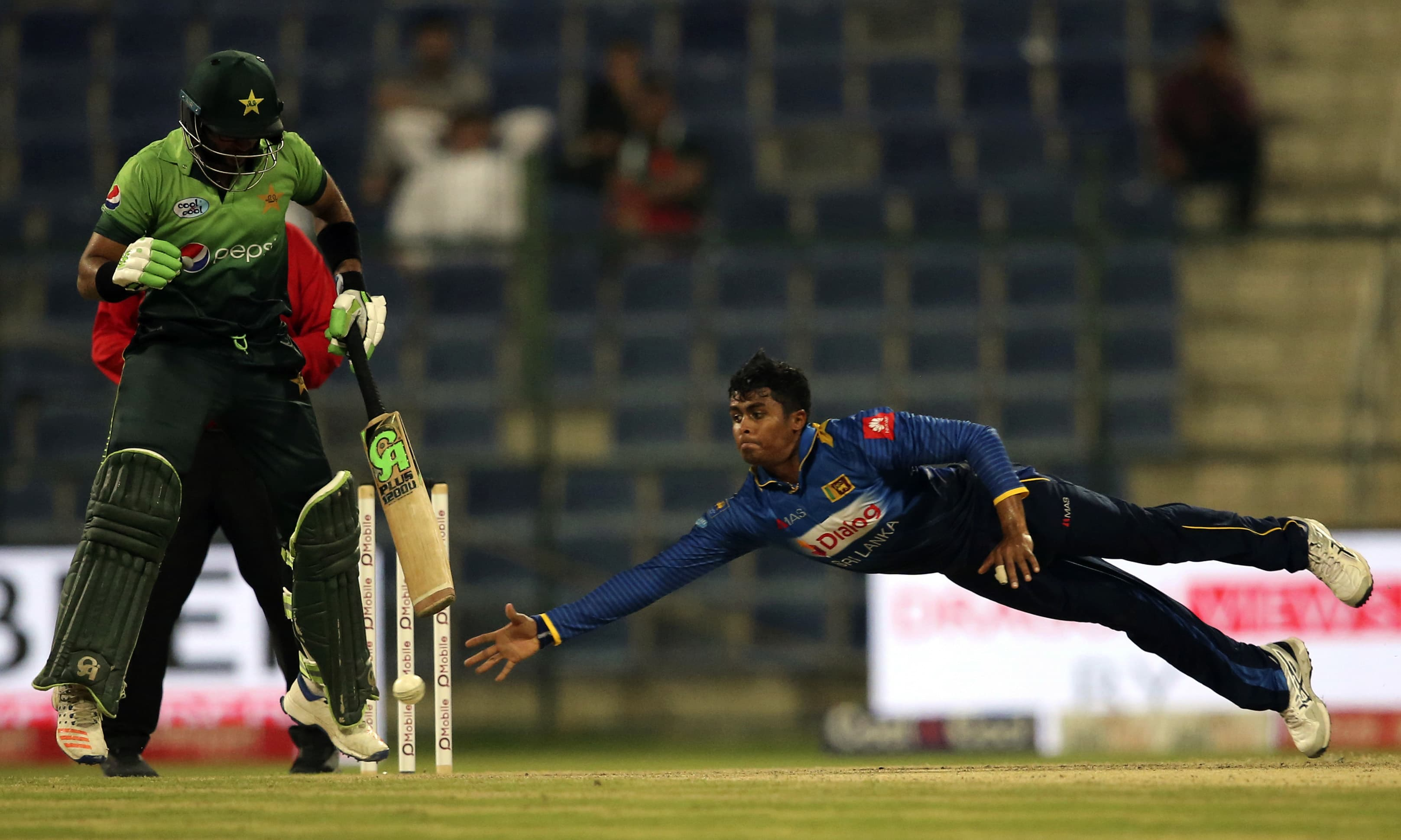 Jeffrey Vandersay dives to catch the ball during the third ODI match. —AP