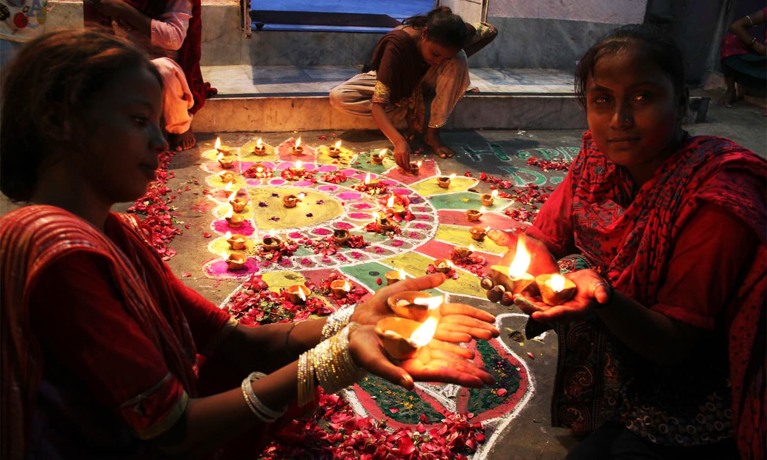 Hindu community of Karachi celebrating the festival of lights symbolising the victory of  righteousness and the lifting of spiritual darkness. ─ PPI