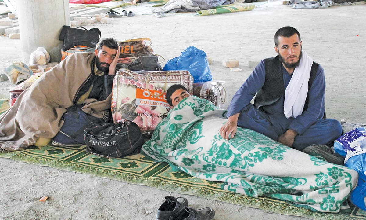 Afghan nationals stranded near Torkham wait for the go-ahead to cross  the border in February 2017 | Ghulam Dastageer