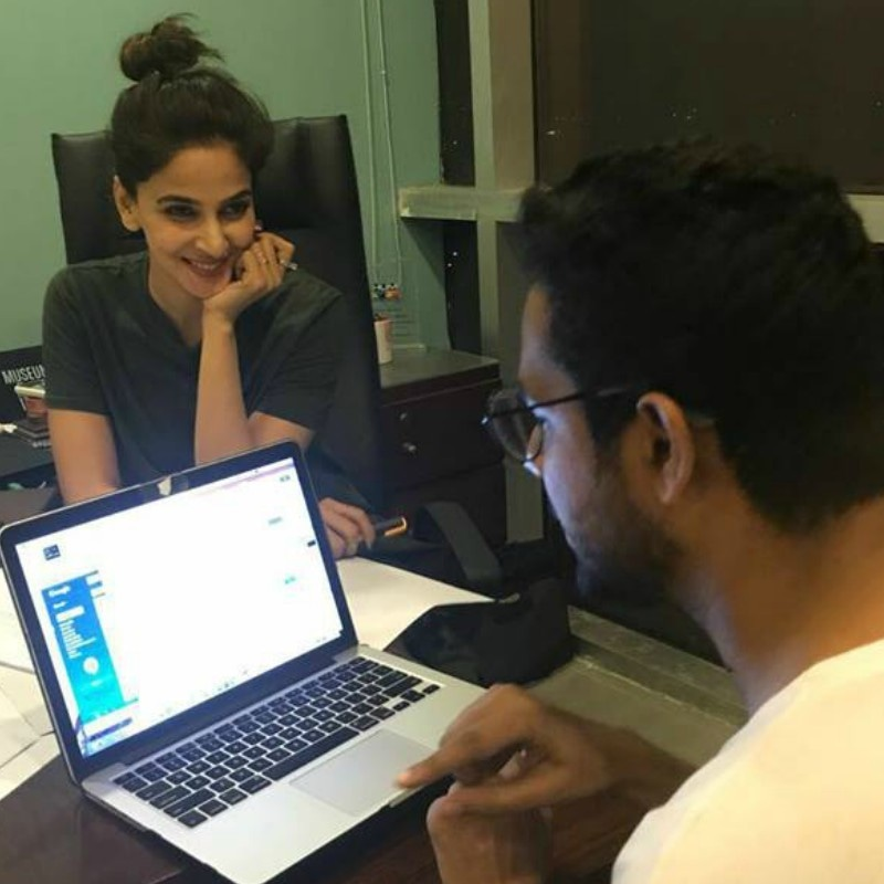 Find someone who looks at you with as much adoration as Saba Qamar looks at Ali Gul Pir!