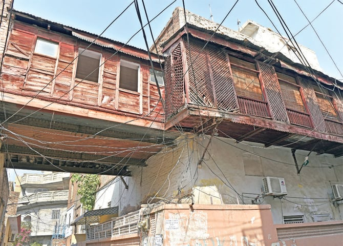 Jharokas are also used to connect two houses in many parts of Rawalpindi.