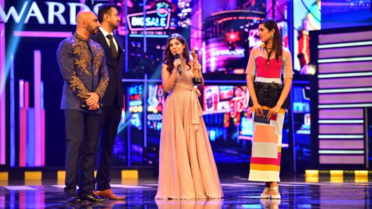 Ayesha Omar, who also jolted us with her electrifying performance at QHSA, won Most Stylish Actress - TV