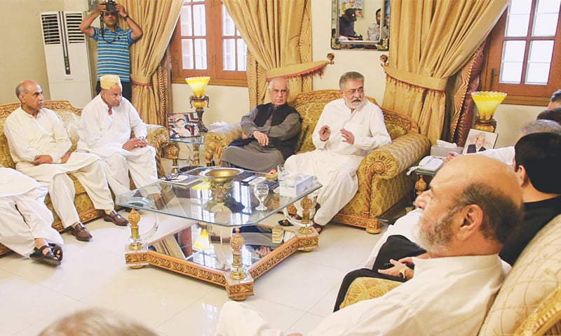 Leader of the PML-F Pir Sibghatullah Shah Rashidi presides over a meeting of the Grand Democratic Alliance at Kingri House on Sunday.— INP