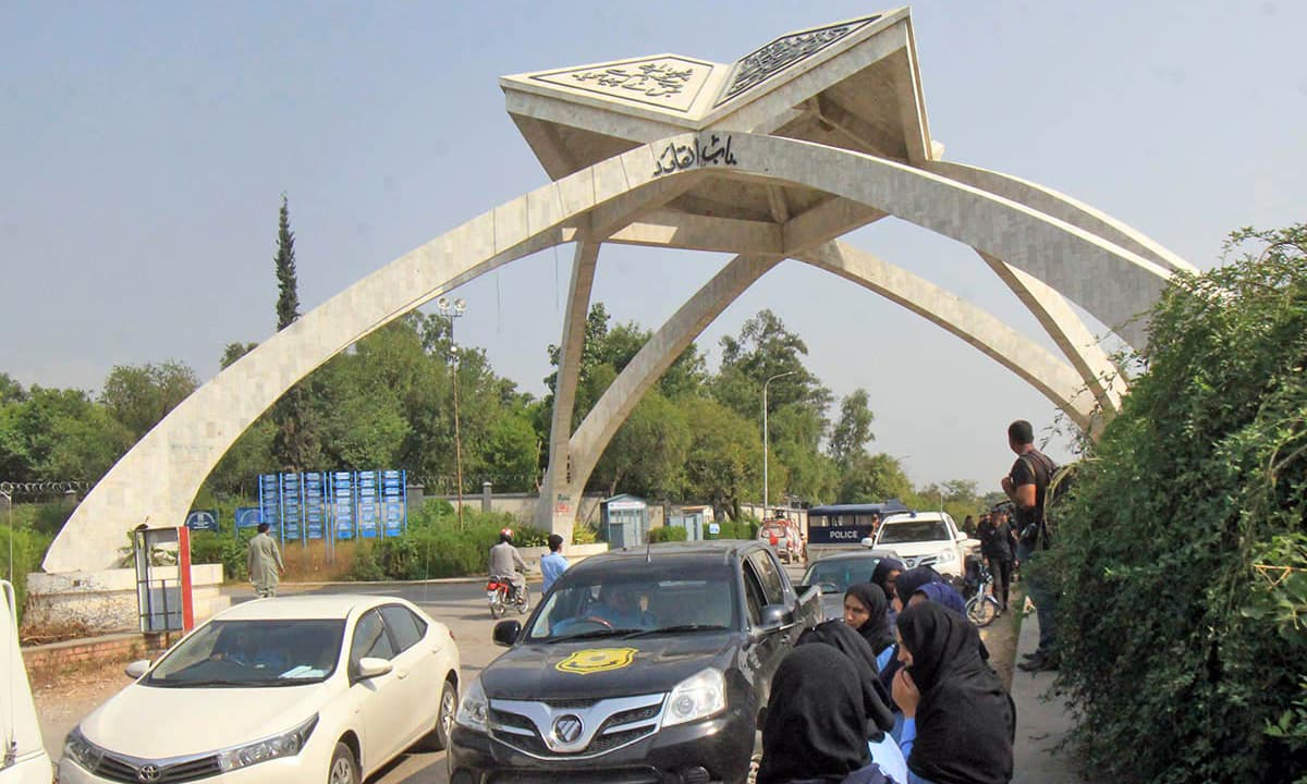 Security personnel are seen inside Quaid-i-Azam University during police crackdown against protesting students. —Online