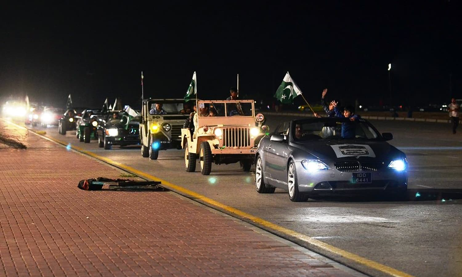 Motorists take part in the rally.— Photo: ISPR
