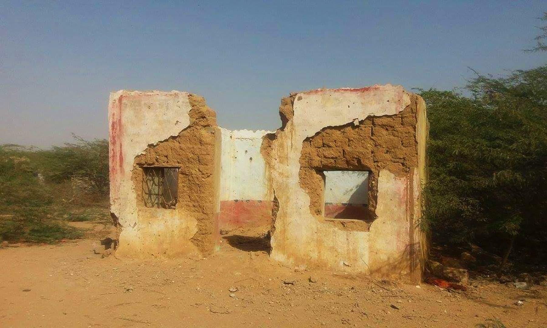 گاؤں میں چہار سوں غربت نظر آئی—تصویر شبینہ فراز