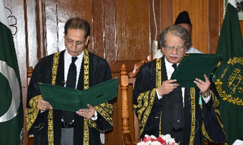 Justice Sheikh Azmat Saeed (L) administers oath to Justice Ejaz Afzal.─DawnNews