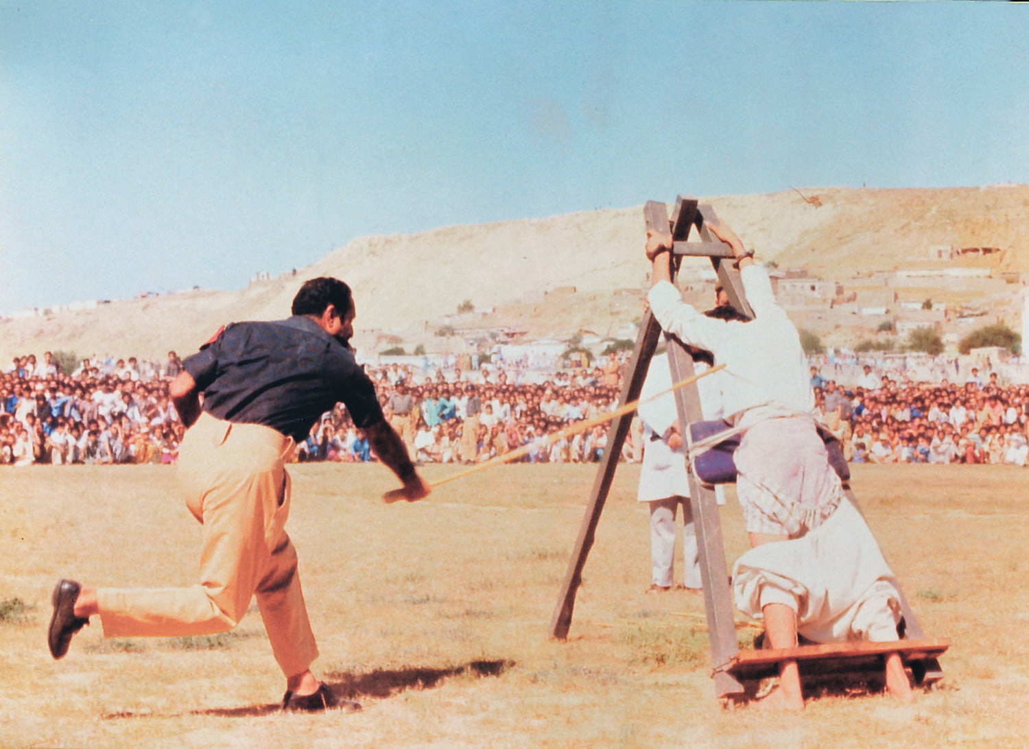 Public floggings became a common sight during General Ziaul Haq's tyrannical reign, especially in its early part. | Photo: Dawn / White Star Archives