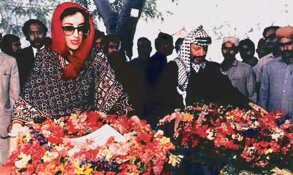 It was a poignant moment when Benazir Bhutto took Palestinian leader Yasser Arafat to the gravesite of his close friend Zulfikar Ali Bhutto. | Photo: Zahid Hussain