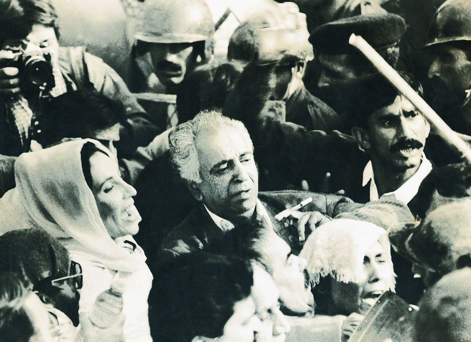 The time after the dismissal of her first government was not quite spent in political wilderness. Among other things, Benazir Bhutto conducted a couple of strategically planned Long Marches to mount pressure on all concerned. Just three years later, she was back in the saddle. | Photo: Dawn / White Star Archives