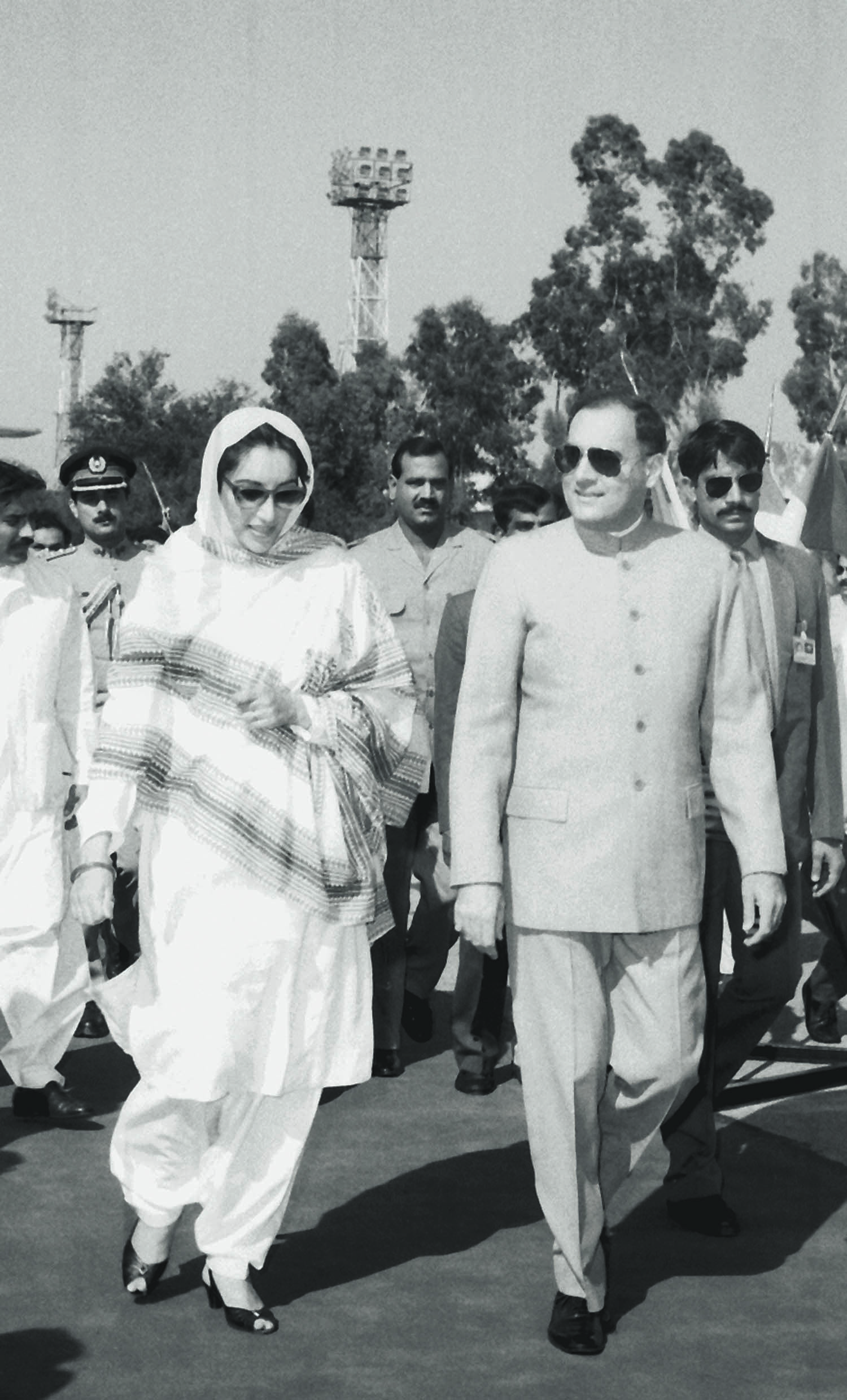 Benazir Bhutto was a gracious host when Rajiv Gandhi, her Indian counterpart, came visiting. The two at the time had tragic family histories behind them and, unbeknown to them, future gruesome and fatal tragedies awaiting them. | Photo: The Press Information Department, Ministry of Information, Broadcasting & National Heritage, Islamabad.