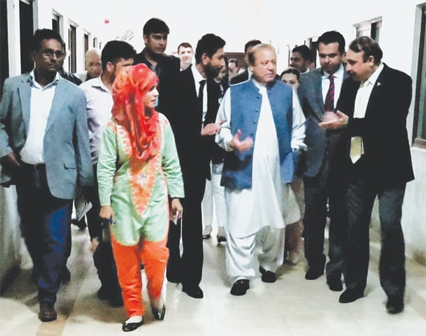 Ex-PM Nawaz Sharif walks towards the NAB courtroom.—White Star