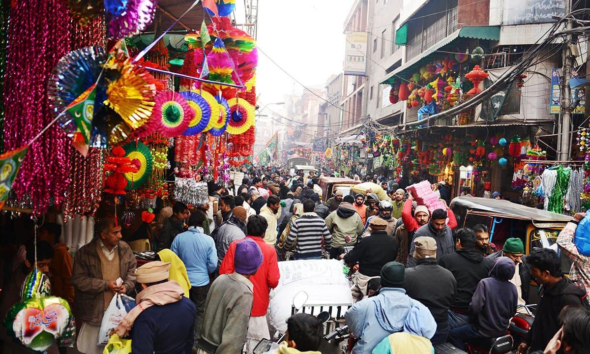 A crowded bazaar   White Star