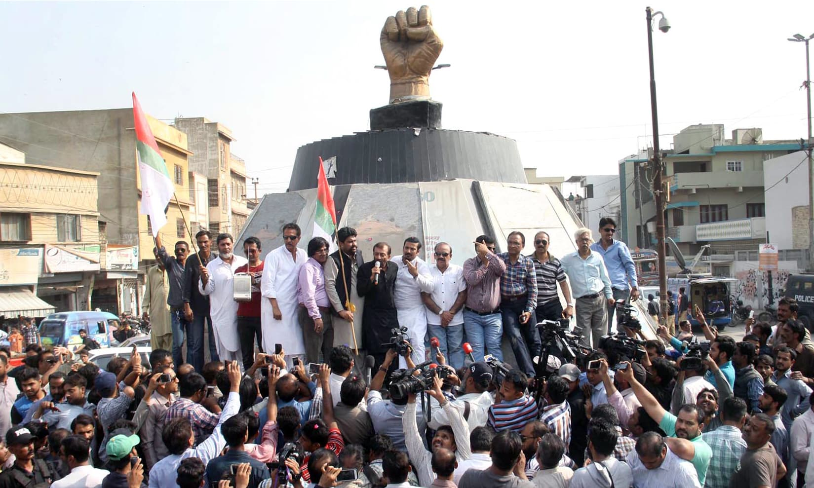 MQM chief Dr Farooq Sattar address party workers in Azizabad. —Online