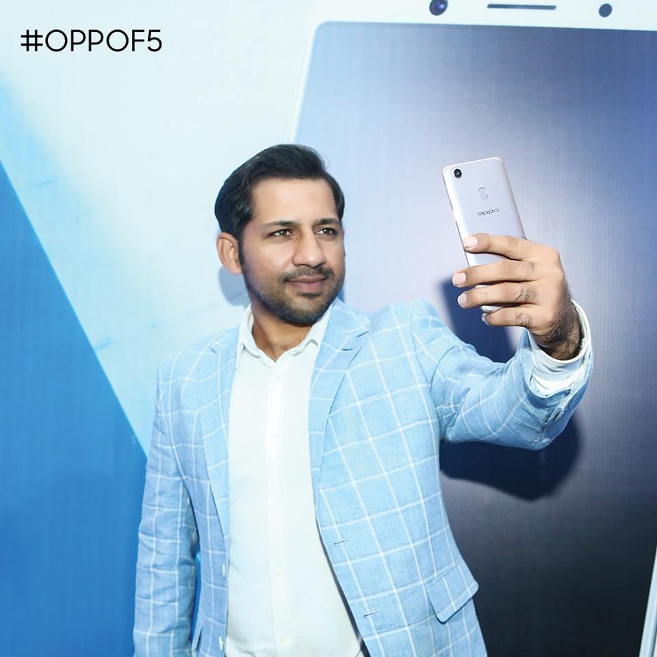Pakistan cricket captain Sarfaraz Ahmed with the OPPO F5