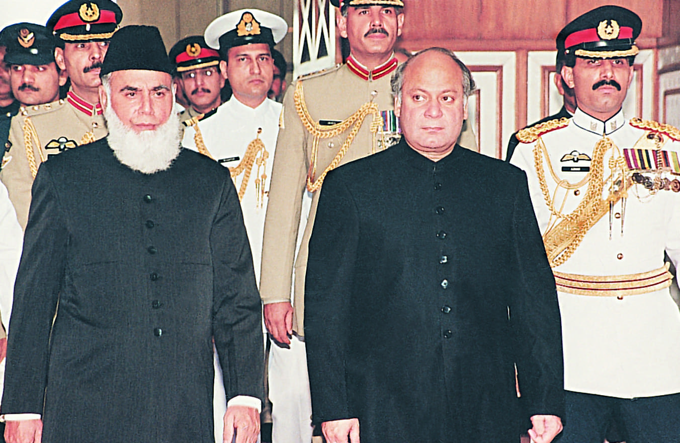 Nawaz Sharif, the prime minister, escorting Rafiq Tarar (left), to the latter's oath-taking ceremony as the country's president a month after getting rid of Farooq Leghari.