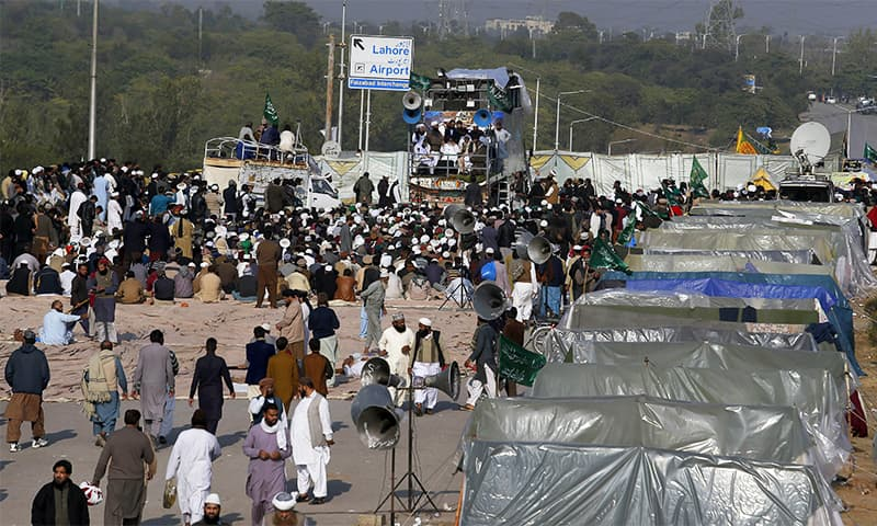 SC takes notice of Islamabad sit-in, inquires about steps taken for freedom of movement