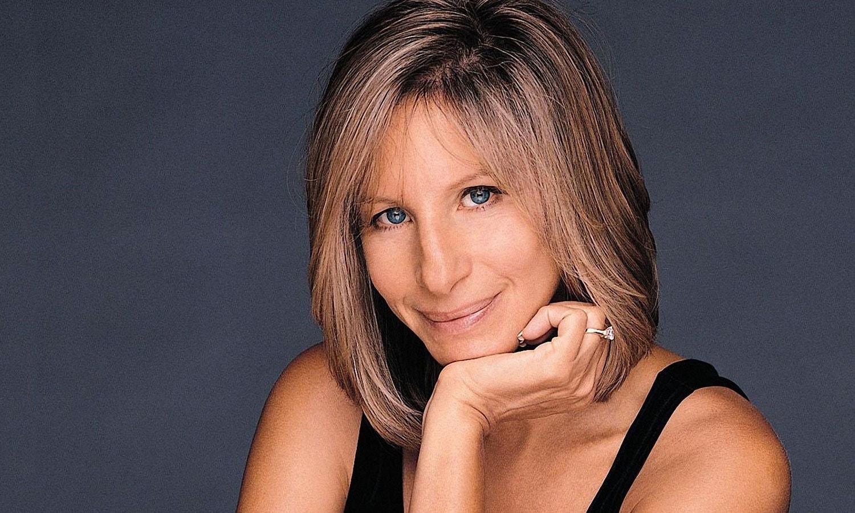 بربرا اسٹریسانڈ امریکی گلوکارہ ہیں—فوٹو:ای پولیٹیکو
