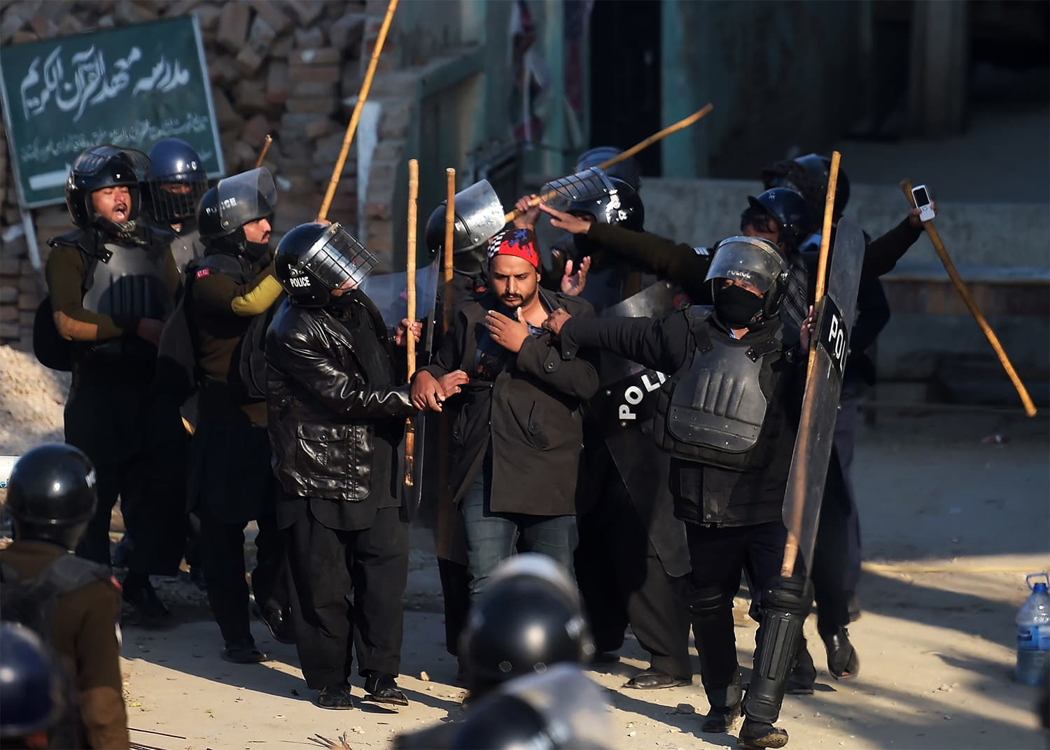Riot policemen arrest a TLY activist in Islamabad. ─ AFP