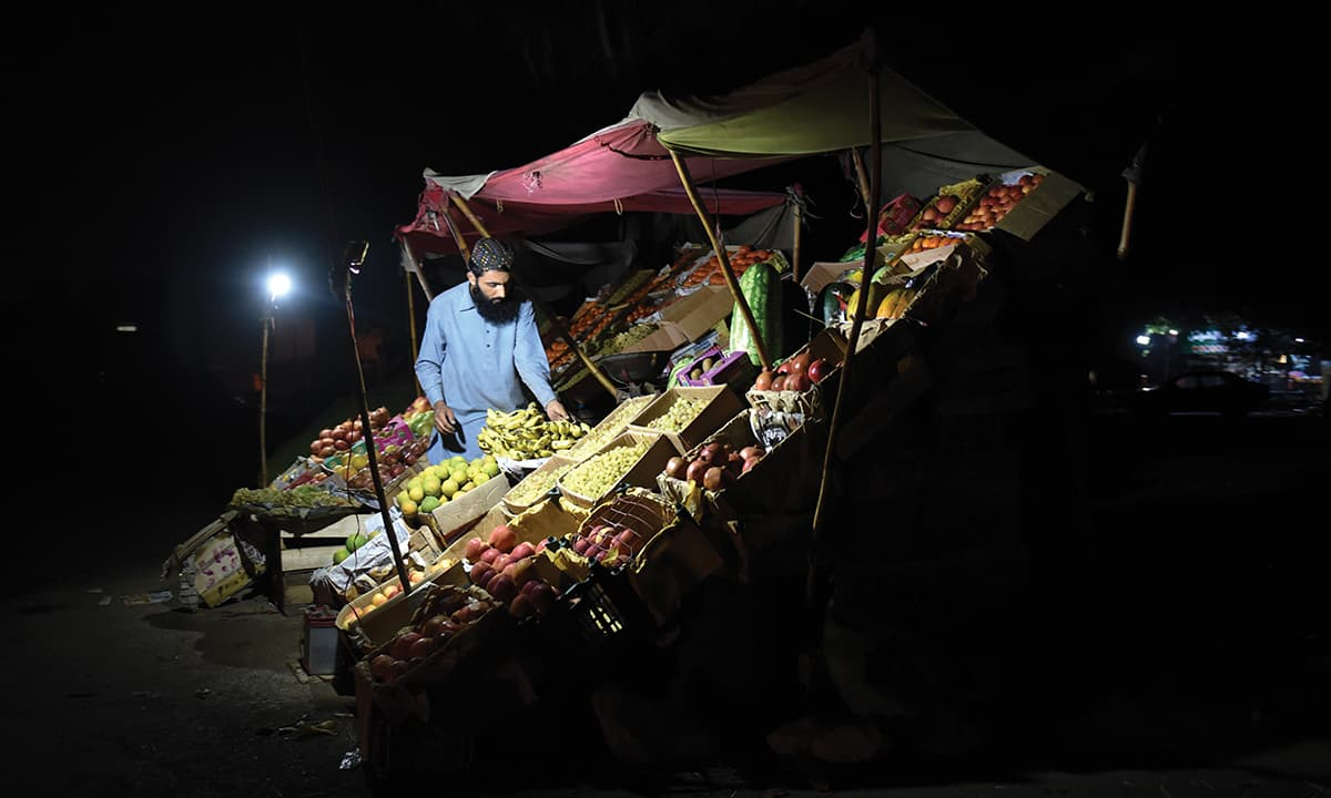 A look inside Karachi's wholesale vegetable market