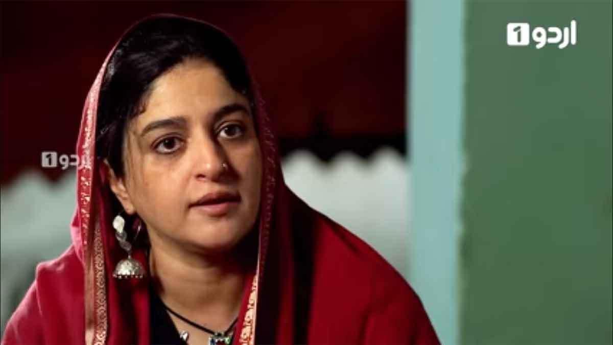Nadia Jamil in the play Mujhay Jeenay Doh currently on air on Urdu1.