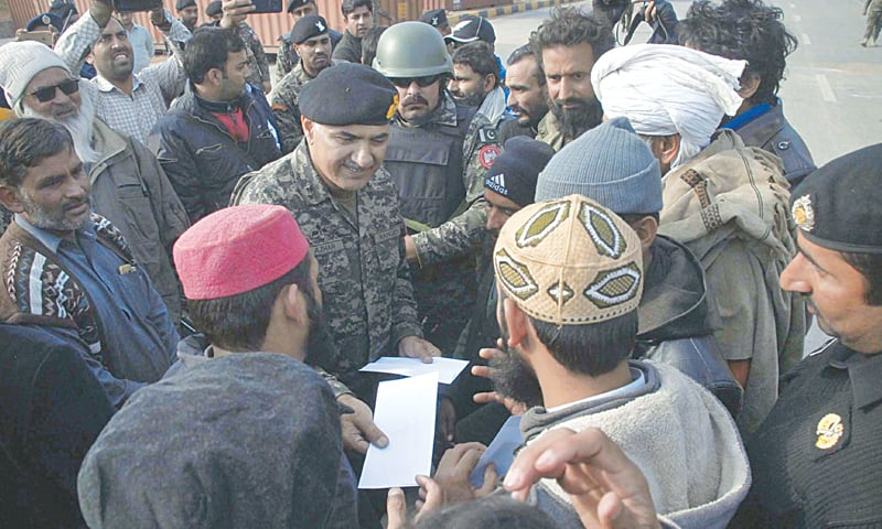 ISLAMABAD: Director General of Pakistan Rangers, Punjab, Maj Gen Azhar Naveed distributing cash among the activists of Tehreek-i-Labbaik Ya Rasool Allah so that they can meet expenses for travel back home.—Online