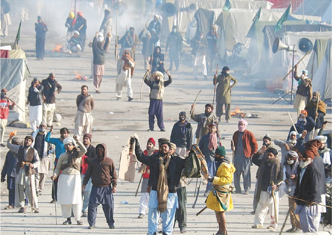 TLYRA support comes face-to-face with law enforcement at the Faizabad Interchange