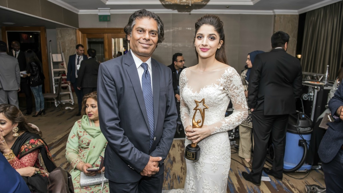 Ehteshamuddin with his Aangan lead star Mawra Hocane