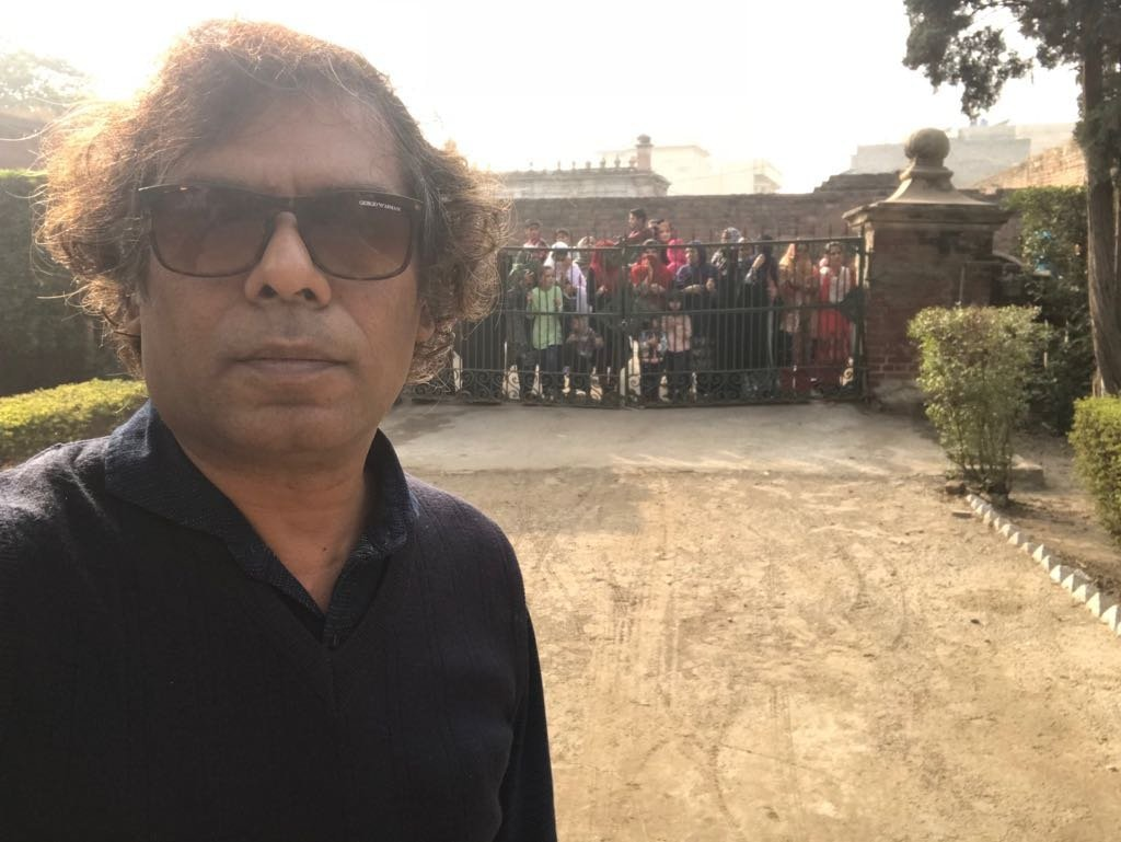 Ehteshamuddin clicks a selfie as fans throng the gates of the house where the first spell of Aangan was shot