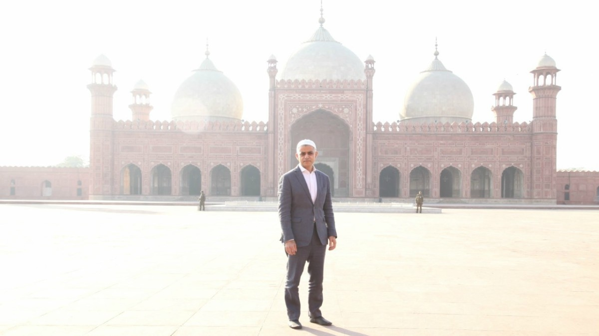 Sadiq Khan made the mandatory stop at Badshahi Masjid during his Lahore tour yesterday — Photo courtesy Lotus PR